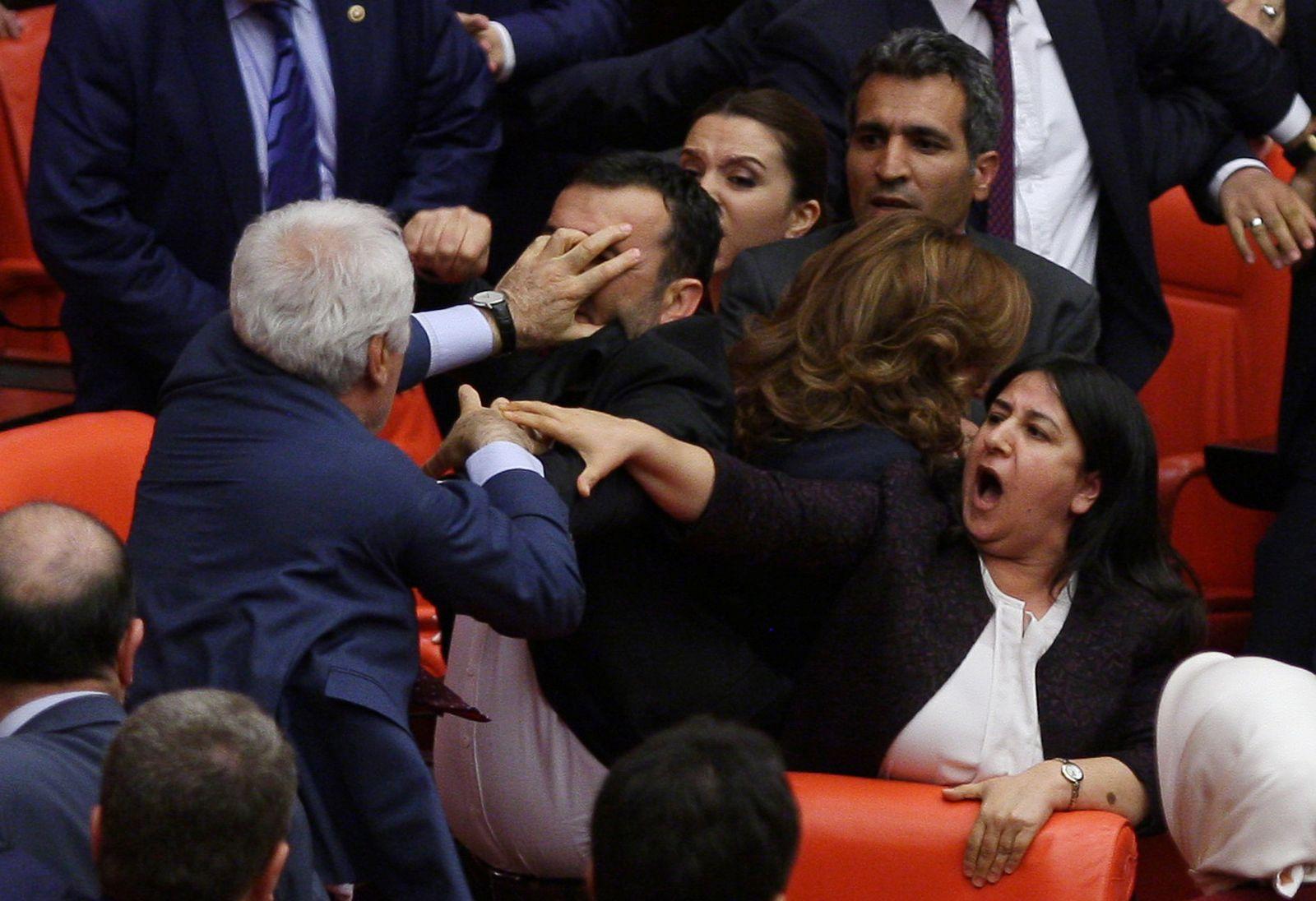 EINMALIGE VERWENDUNG VIDEOTEASER EUROPE-MIGRANTS/TURKEY-POLITICS