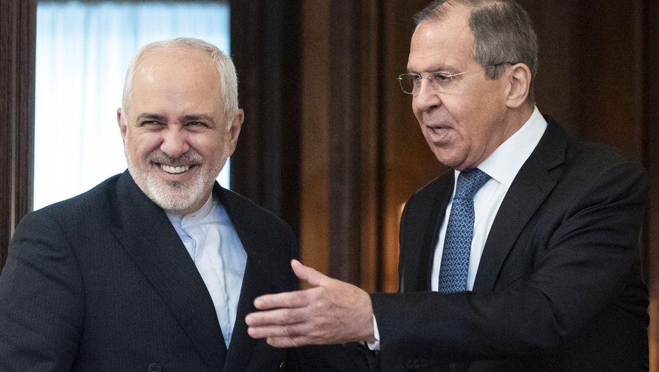 Irans Außenminister Sarif (l.) besuchte Anfang Mai seinen russischen Amtskollegen Lawrow in Moskau