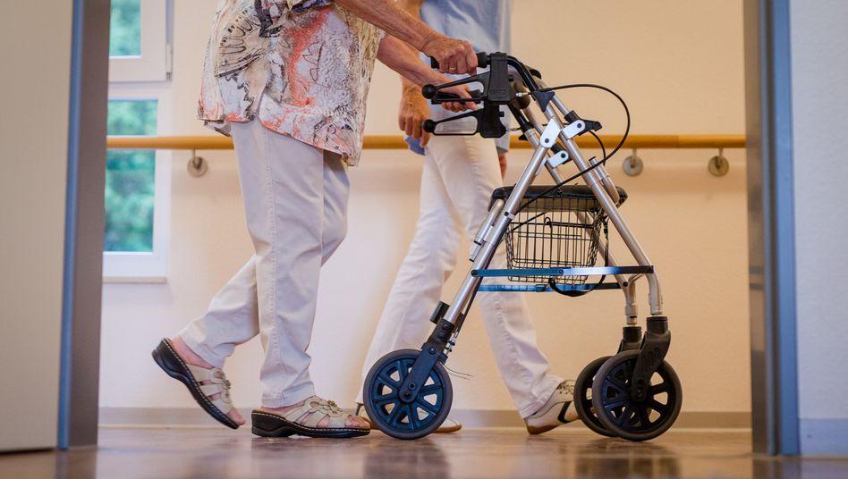 """Drohende Engpässe in der Pflege: """"Die Alten- und Pflegeheime sind voll"""""""