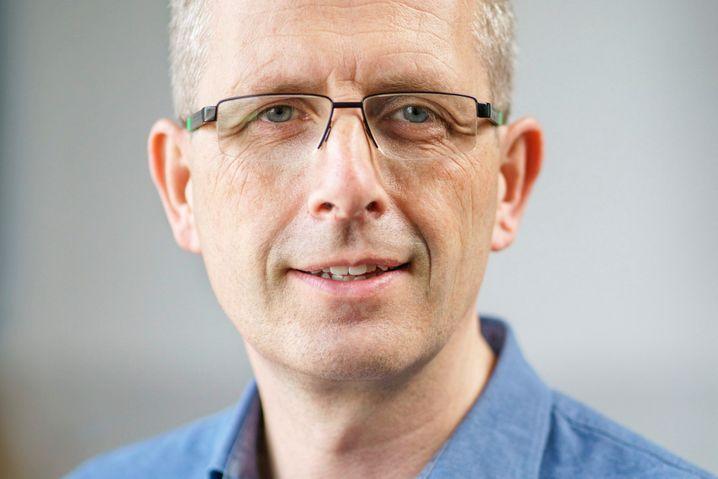 »Bis zu 200.000 Impfdosen ungenutzt im Kühlschrank«: Der Arzt Marco Blanker kämpft gegen die Impfdosen-Verschwendung