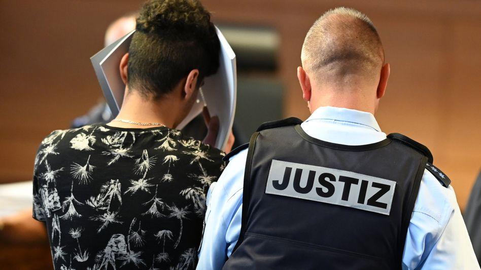 Angeklagter vor Gericht (Archiv): Zeugin beschreibt die Geschehnisse in der Disconacht