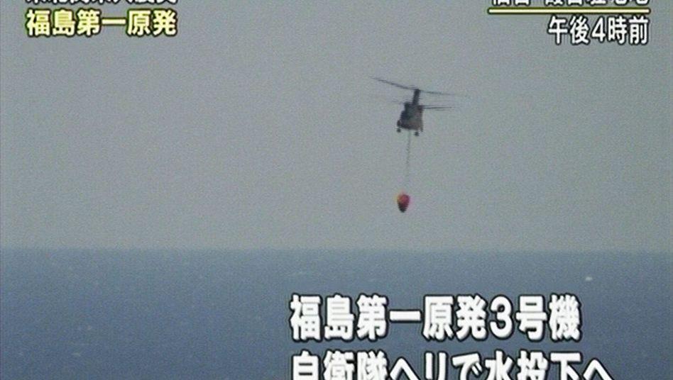 Havariertes AKW Fukushima: Japan muss Einsatz von Löschhubschraubern stoppen