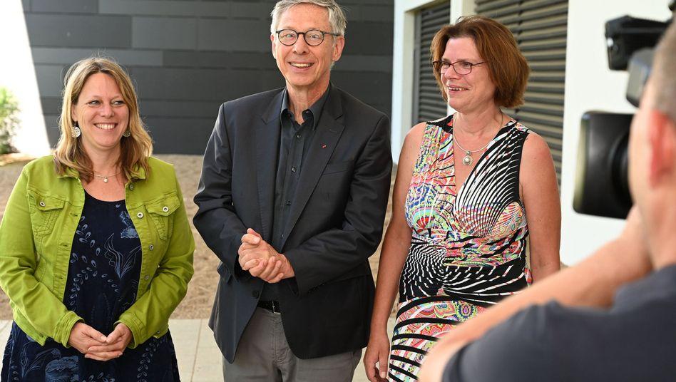 Von links: Maike Schaefer, Grünen-Fraktionsvorsitzende in der Bremischen Bürgerschaft, Bürgermeister Carsten Sieling (SPD) und Kristina Vogt, Linken-Fraktionsvorsitzende in Bremen