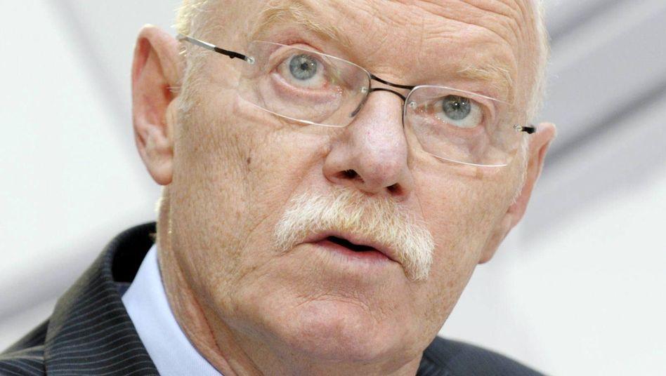 Früherer SPD-Spitzenpolitiker Struck: Machtkampf um die Führung der Stiftung