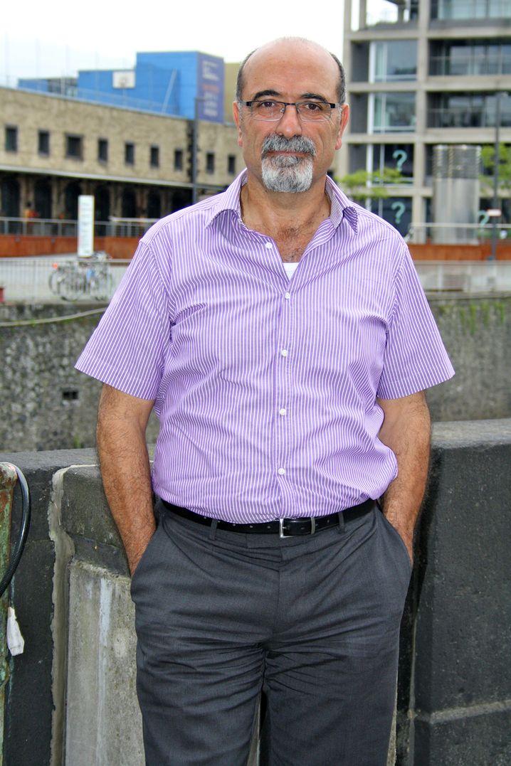 Für Seyed Hossein Jalali, 59, ist Taxi fahren mitlerweile mehr als eine Notlösung