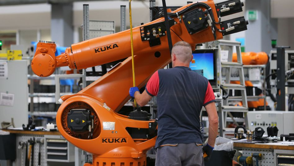 Roboter in der Produktion des Roboterbauers Kuka