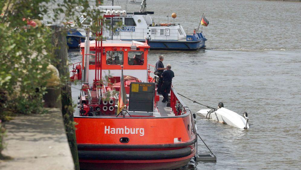Notlandung: Cessna stürzt im Hamburger Hafen ab