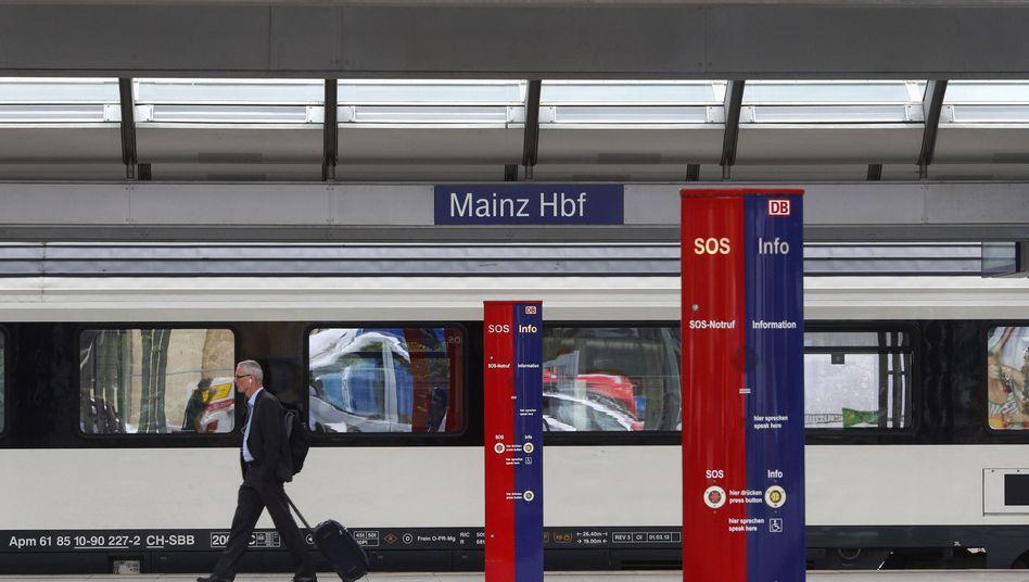 Schienenlotsen bei der Bahn: Ausgelaugt und wütend