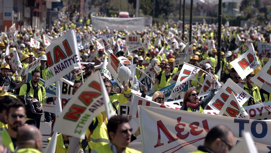 """Minenarbeiter bei Protest in Athen: """"Wir müssen unsere Familien ernähren"""""""