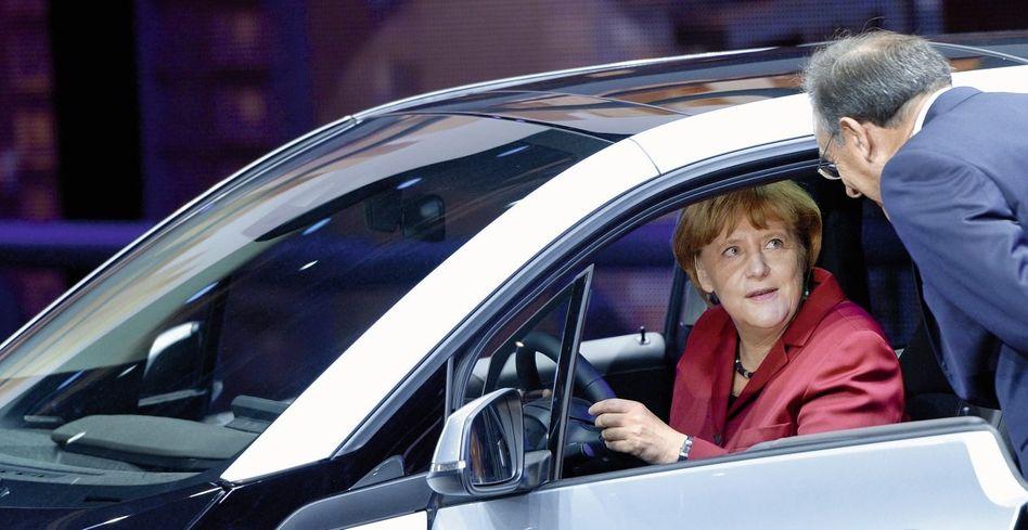 Kanzlerin Merkel auf der Frankfurter Automesse