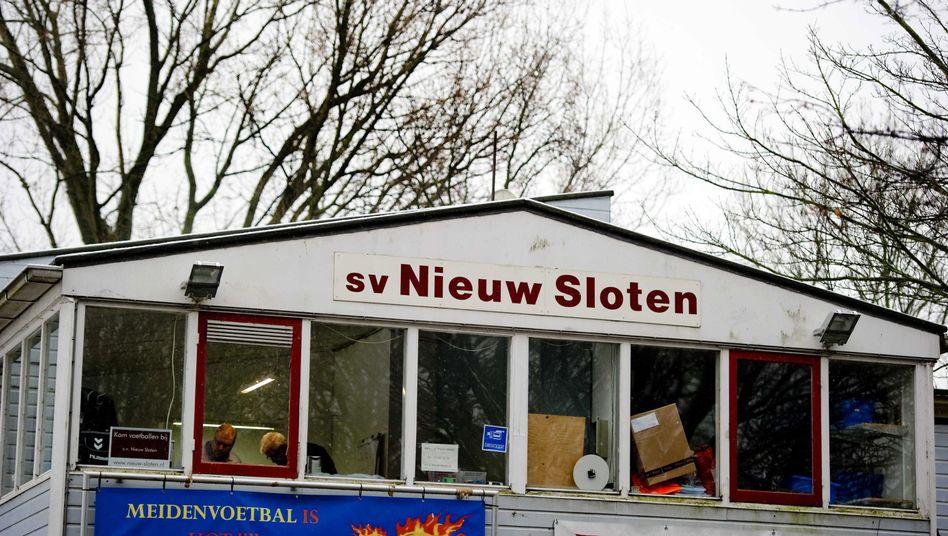 """Vereinsheim von Nieuw Sloten Amsterdam: """"Gewalt gehört nicht auf unsere Spielfelder"""""""