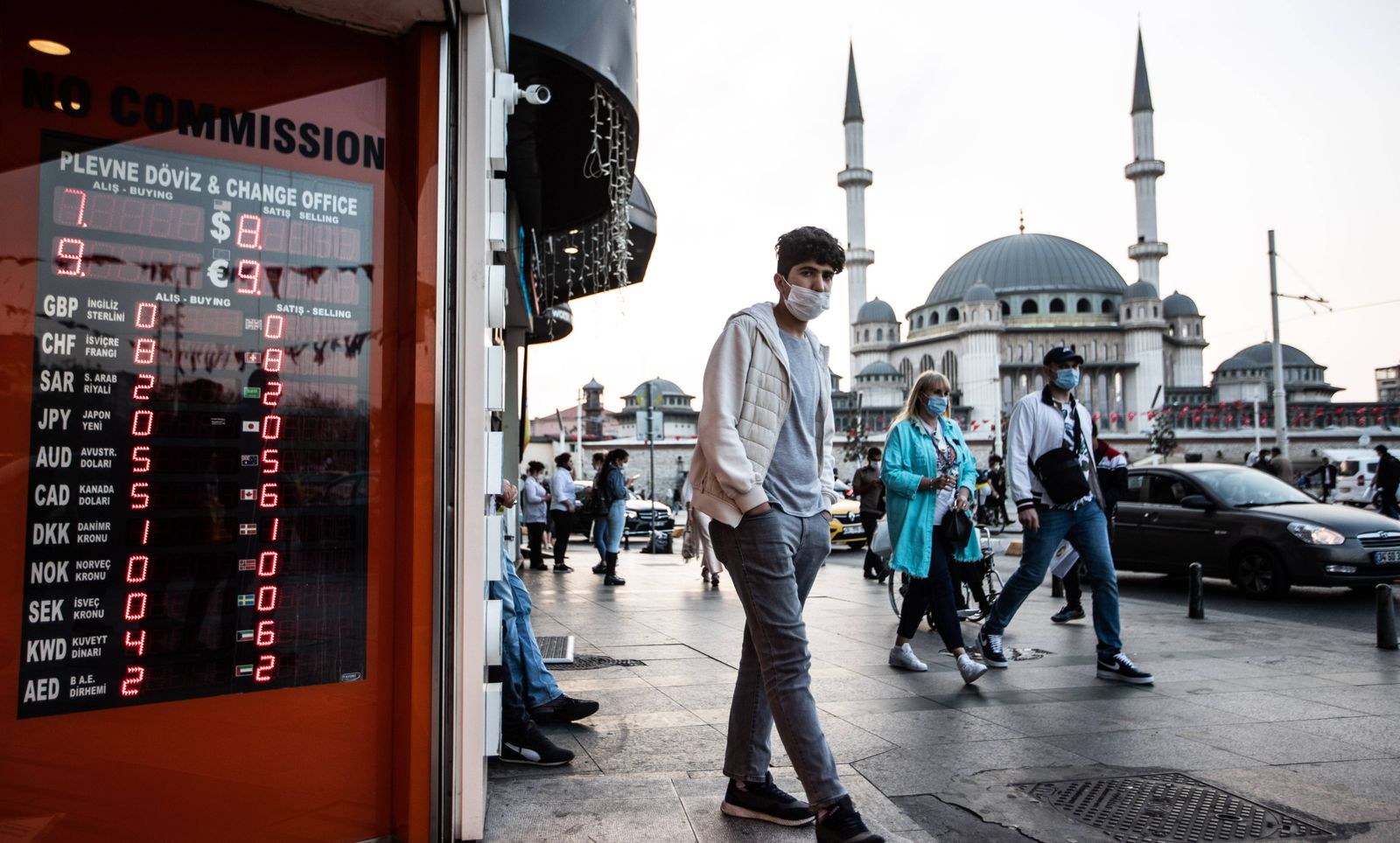 TURKEY ECONOMY ON 26 OCTOBER, 2020 People passing in front of the exchange office on 26 October, 2020. The Turkish curre