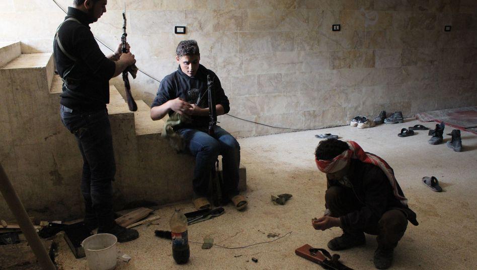 Syrische Rebellen (Archivbild): Land vom Internet abgekoppelt