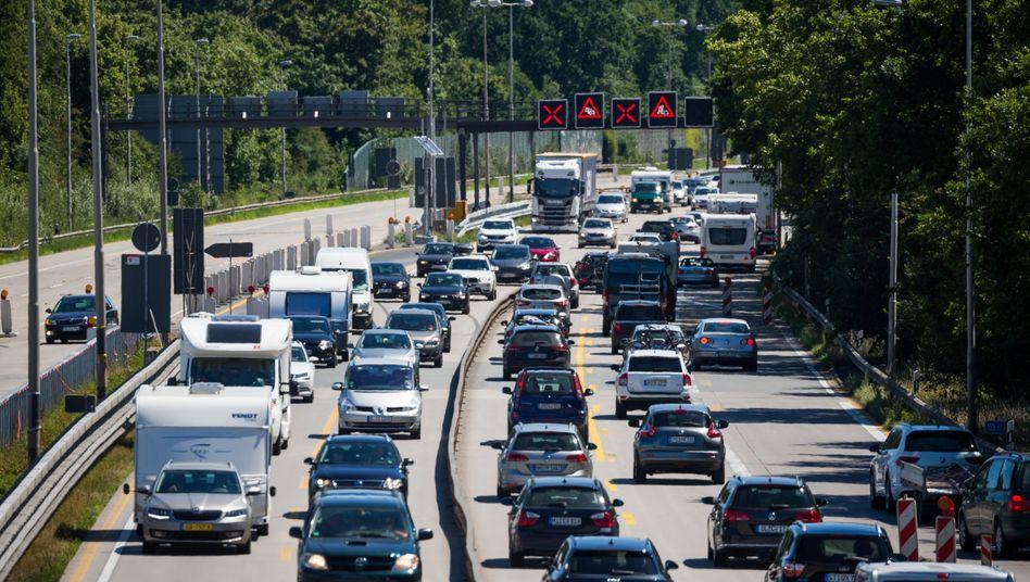 """Polizei: """"Die Verkehrslage auf der A1 ist katastrophal"""""""