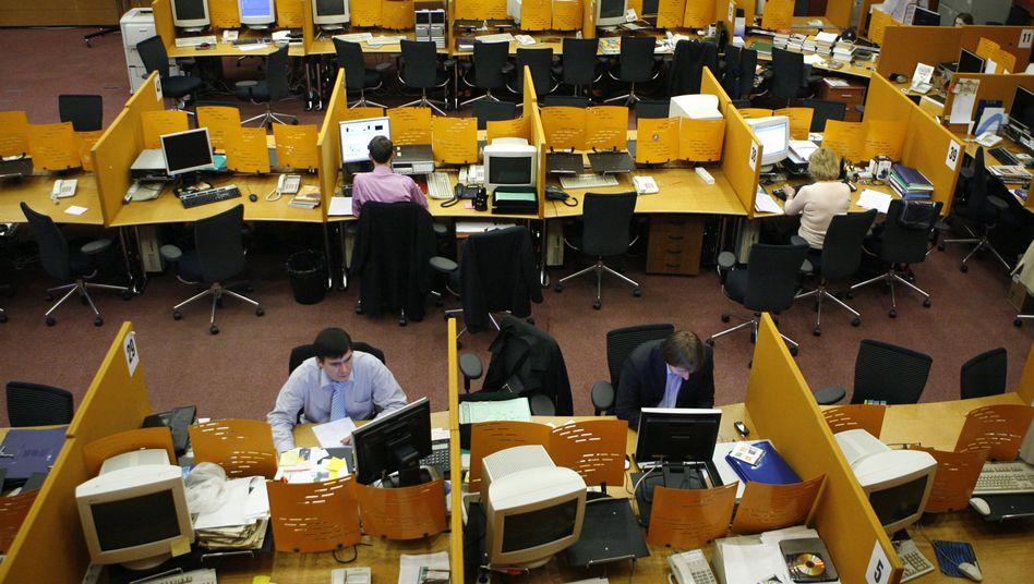Händler an Moskaus Börse MICEX (Archivbild): Stärkster Einbruch seit Jahren
