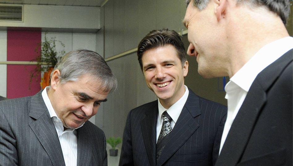Peter Müller (l.) und FDP-Landeschef Christoph Hartmann (Mitte) begrüßen Hubert Ulrich: weitreichende Angebote