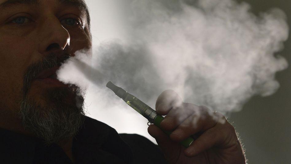 E-Zigarette: Nicht bloß harmloser Wasserdampf