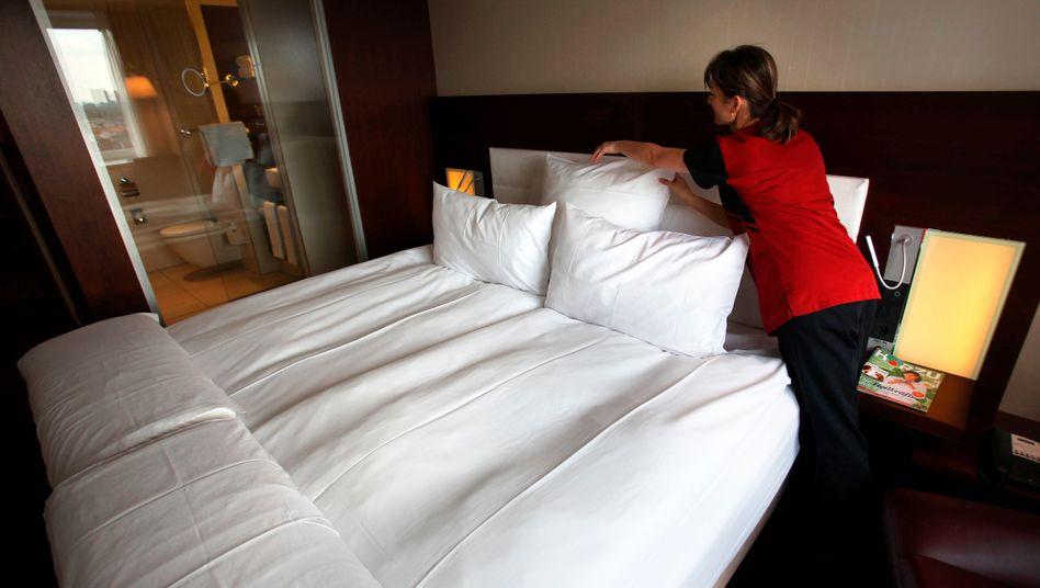 Nur noch halb so viel Arbeit für Zimmermädchen: Aufgrund der Coronakrise verzeichnen die Hotels in Deutschland einen Einbruch von über 50 Prozent im März
