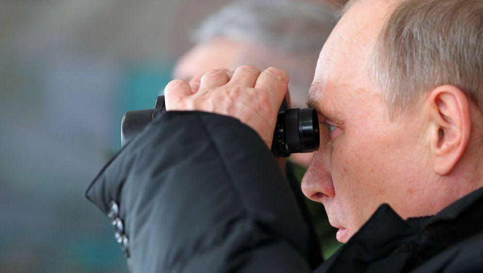 Großmanöver am Schwarzen Meer: Putins prüfender Blick