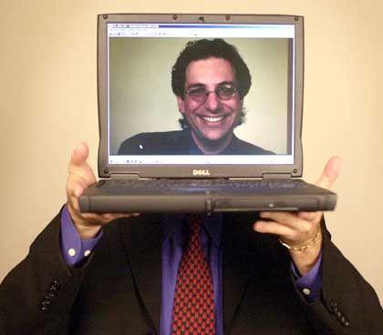 Kevin Mitnick, 2002: Hacker wird Häftling wird Medienstar