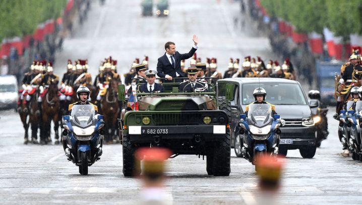 Zeremonie in Paris: Hollande übergibt Präsidentenamt an Macron