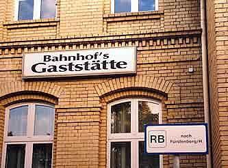 Schild in Neuruppin: Man versteht nur Bahnhof's