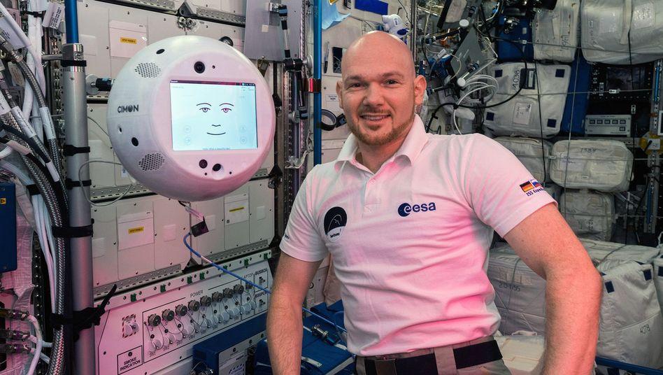"""Assistenzroboter """"Cimon"""" und Alexander Gerst"""