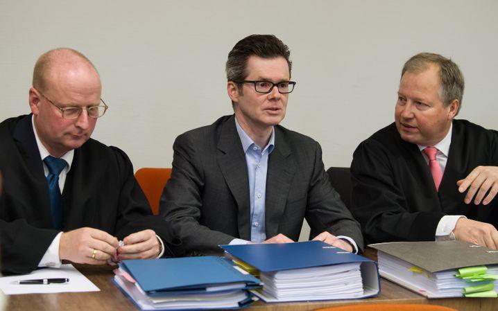 Früherer HRE-Finanzvorstand Markus Fell (Mitte), Anwälte