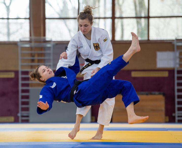 Theresa Stoll im Training mit Schwester Amelie