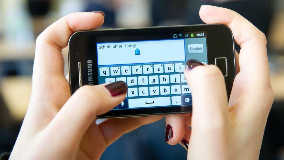 Schule ohne Handy? Viele Eltern in Deutschland befürworten das