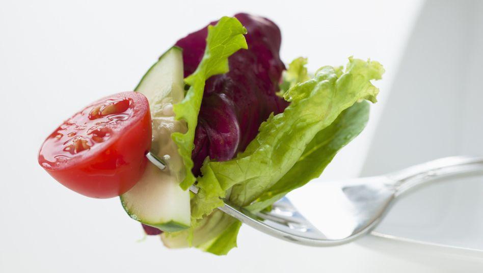 Eine Gabel voll Salat: Als Nährstofflieferant für den Menschen ist Fleisch inzwischen entbehrlich