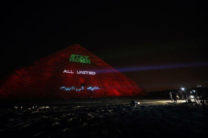 """Botschaften auf der Großen Pyramide in Gizeh: """"Alle vereint"""""""