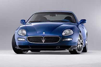 Blauer Maserati: Auch ein Luxuswagen wird manchmal abgeschleppt
