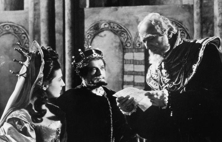 """Szene aus der """"Hamlet""""-Version von Laurence Olivier aus dem Jahre 1948"""