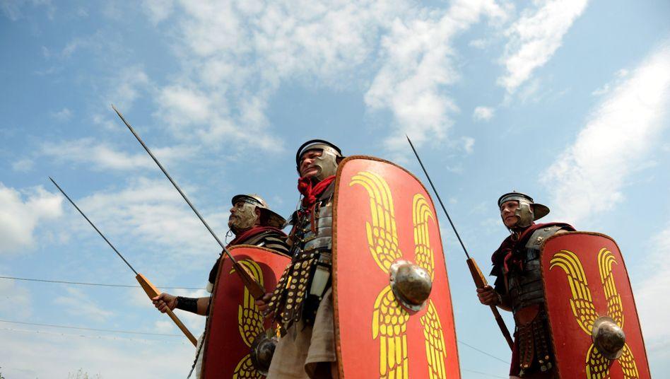 Römische Soldaten (Schauspieler in Bulgarien im September 2009): Wegen Unruhen keine regelmäßigen Schätzungen der Bevölkerungszahl