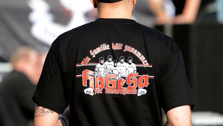 """Mitglied von """"HoGeSa"""": Hooligan-Gruppierungen können als kriminelle Vereinigung gelten"""