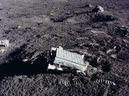 Reflektor, auf dem Mond von den Astronauten der Apollo-14-Mission aufgestellt: Millimetergenaue Abstandsmessung