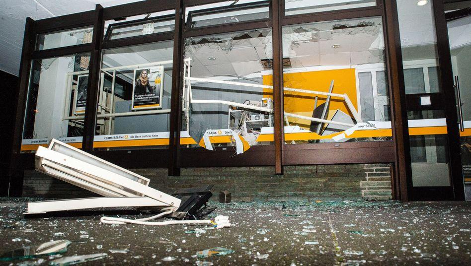 Gesprengter Geldautomat in Bielefeld (30. Dezember 2015): Serie von Taten in NRW