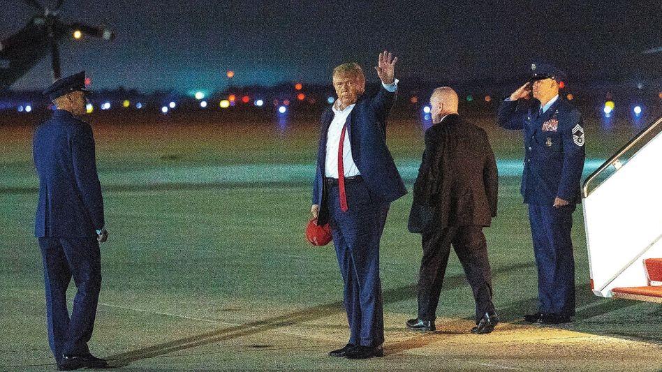 """Wahlkämpfer Trump: """"Unsere republikanischen Freunde hauen direkt auf die Zwölf"""""""