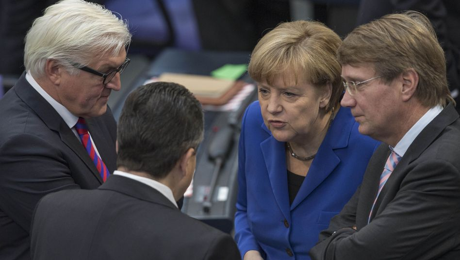 Koalitionäre Steinmeier, Gabriel, Merkel, Pofalla: Satte Präsenz