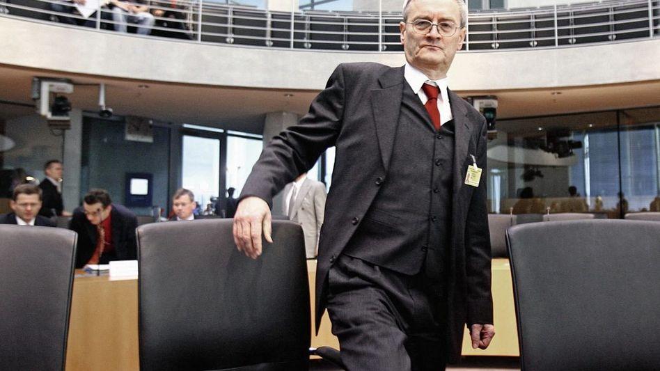 Ex-BND-Chef Hanning 2006 im Bundestag: Signale an Rechner des US-Militärs