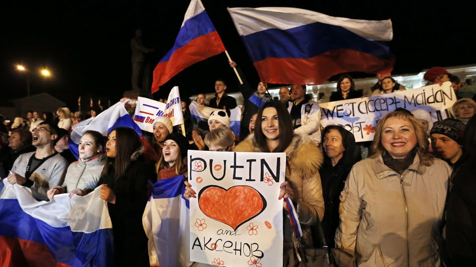 Supporters of Vladimir Putin in Simferopol: The Germans hoped Russians would like Pussy Riot rather than their president.