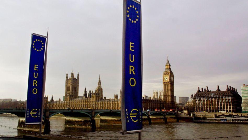 Euro-Flagge vor britischem Parlament: Zwei Dinge, die irgendwie nicht zusammenpassen