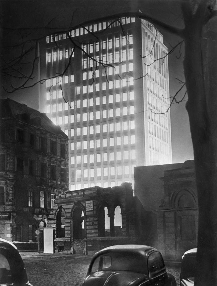 Zentrale des Gerling-Konzerns in Köln um 1955