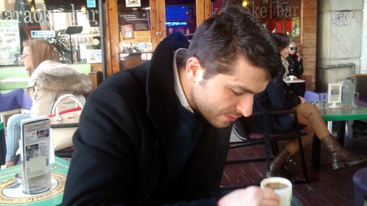 Autor Giorgos Christides im Orakel-Café