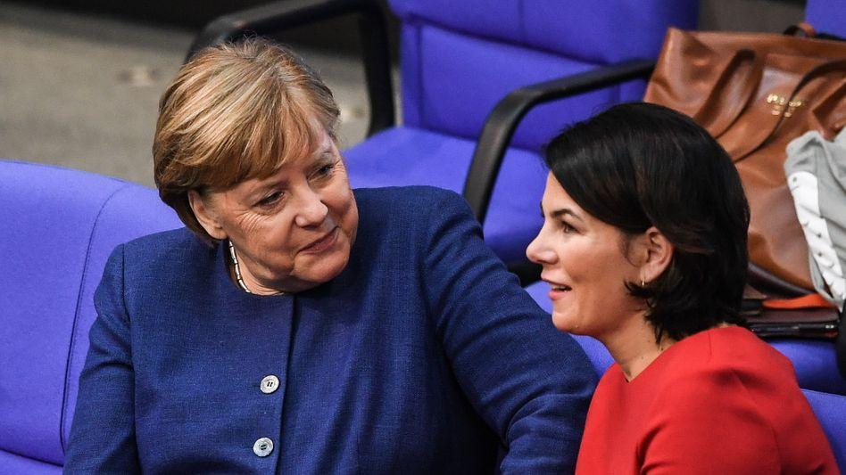 Kanzlerin Merkel, Grünen-Spitzenfrau Baerbock (im Januar 2020)