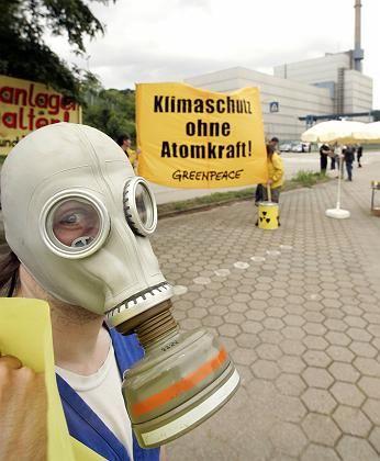 Proteste vor dem AKW Krümmel: Beim Brand drang Rauchgas in die Kontrollwarte ein