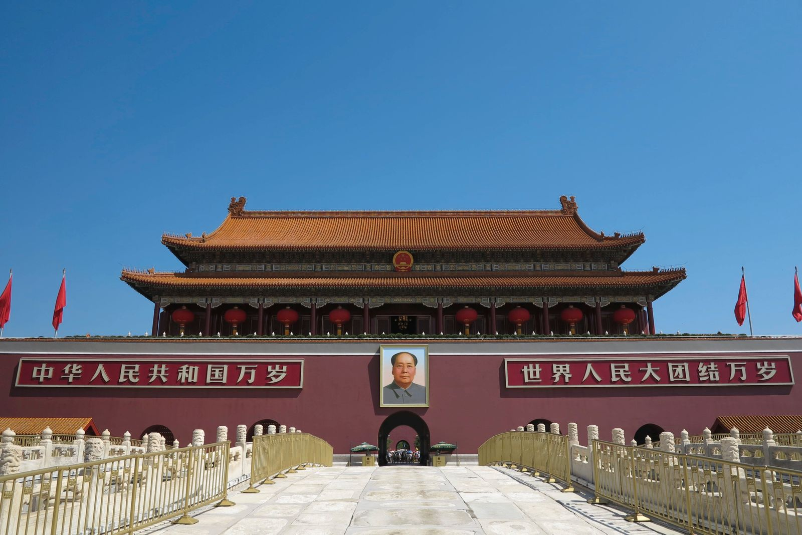 Tiananmen Square is located in the center of Beijing, the