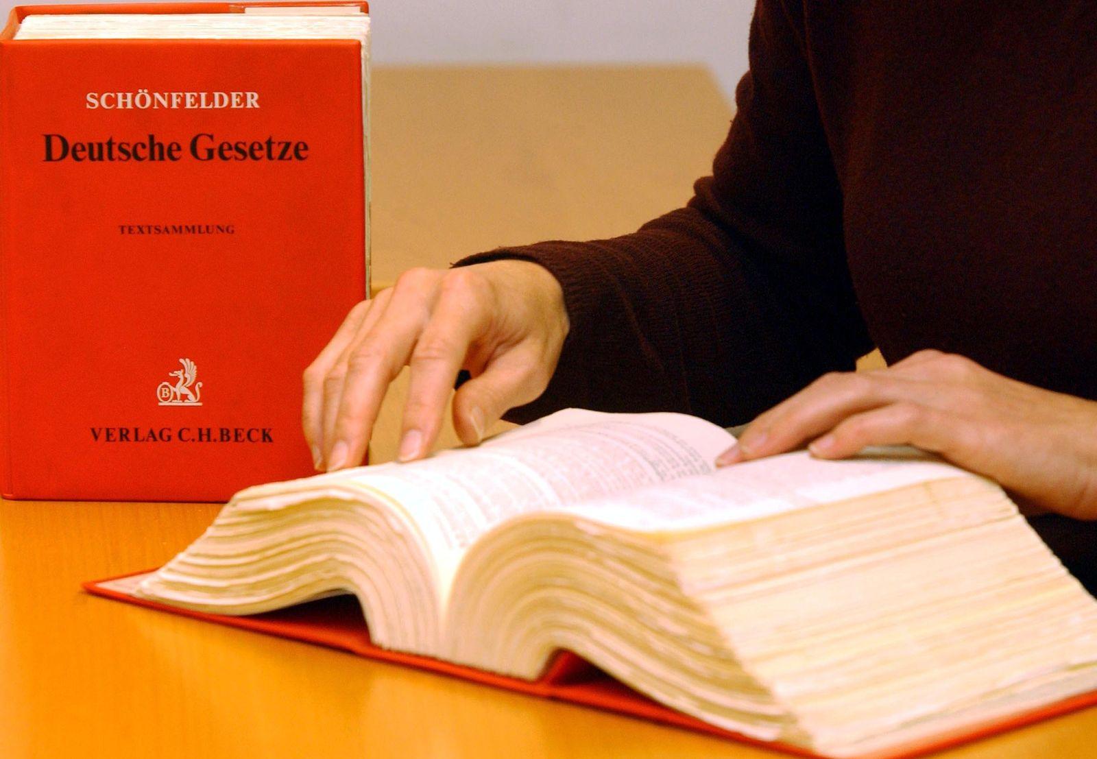 NICHT VERWENDEN Symbolbild Jura Studium / Schönfelder Gesetz / Gesetzbuch / Recht