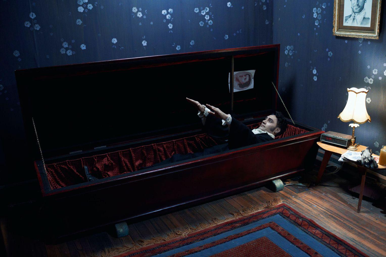"""Vampirfilm """"18 Zimmer Küche Sarg"""" von Flight of the Conchords - DER"""